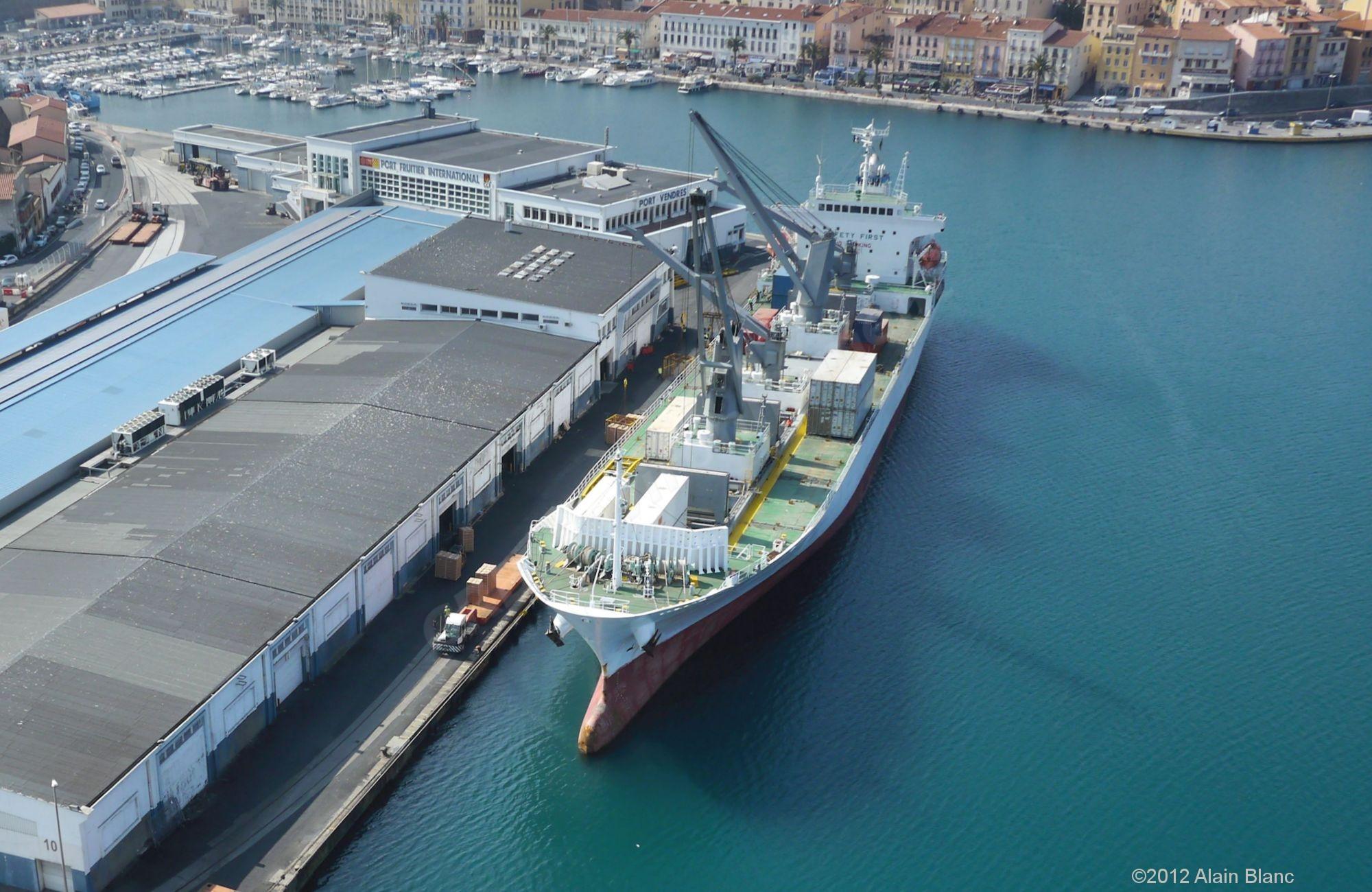 Terminal fruitier du port de commerce de port vendres crb environnement - Office du tourisme de port vendres ...